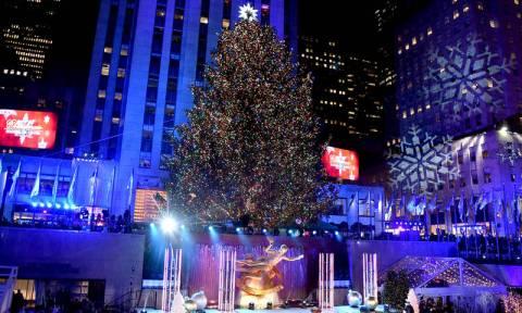 Παραμυθένιο σκηνικό: Άναψε το χριστουγεννιάτικο δέντρο στην πλατεία Ροκφέλερ (Pics+Vid)