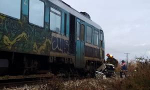 Τραγωδία στα Τρίκαλα: Τρένο παρέσυρε αυτοκίνητο - Νεκρός ο οδηγός (pics&vid)