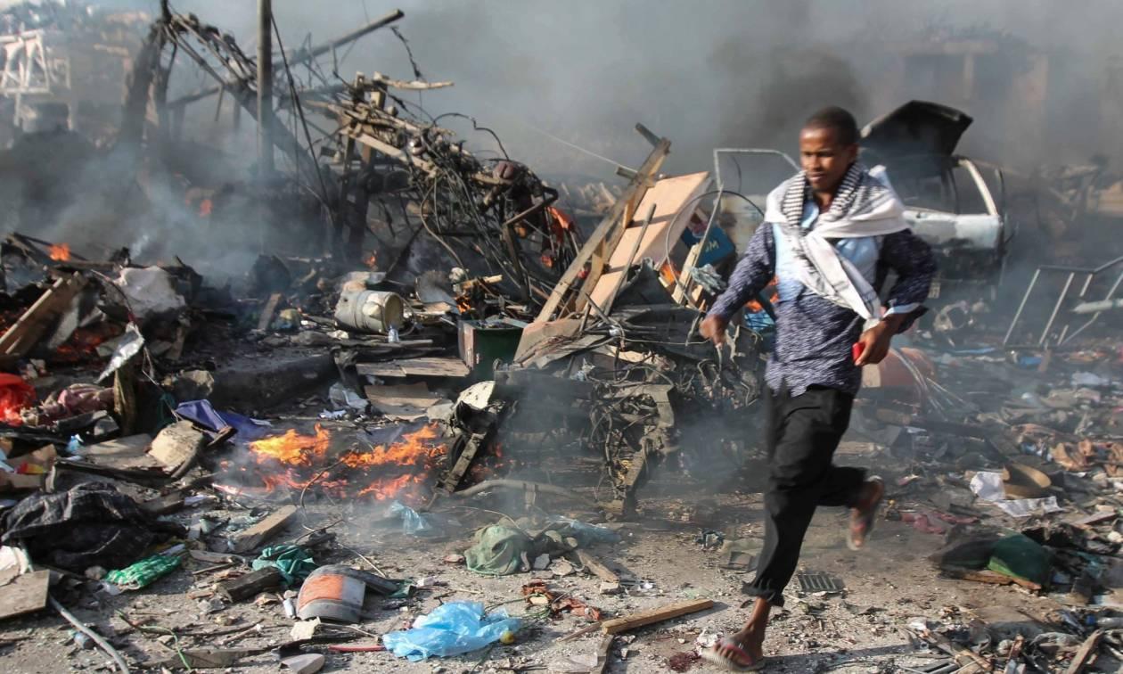 «Λουτρό» αίματος στη Σομαλία: Τουλάχιστον 512 οι νεκροί της επίθεσης με παγιδευμένο φορτηγό (Vids)