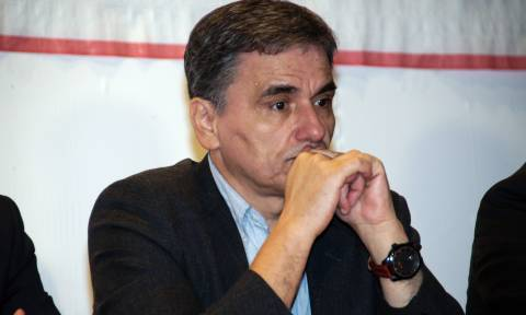 Tsakalotos: Greece reached staff-level agreement with lenders on third review