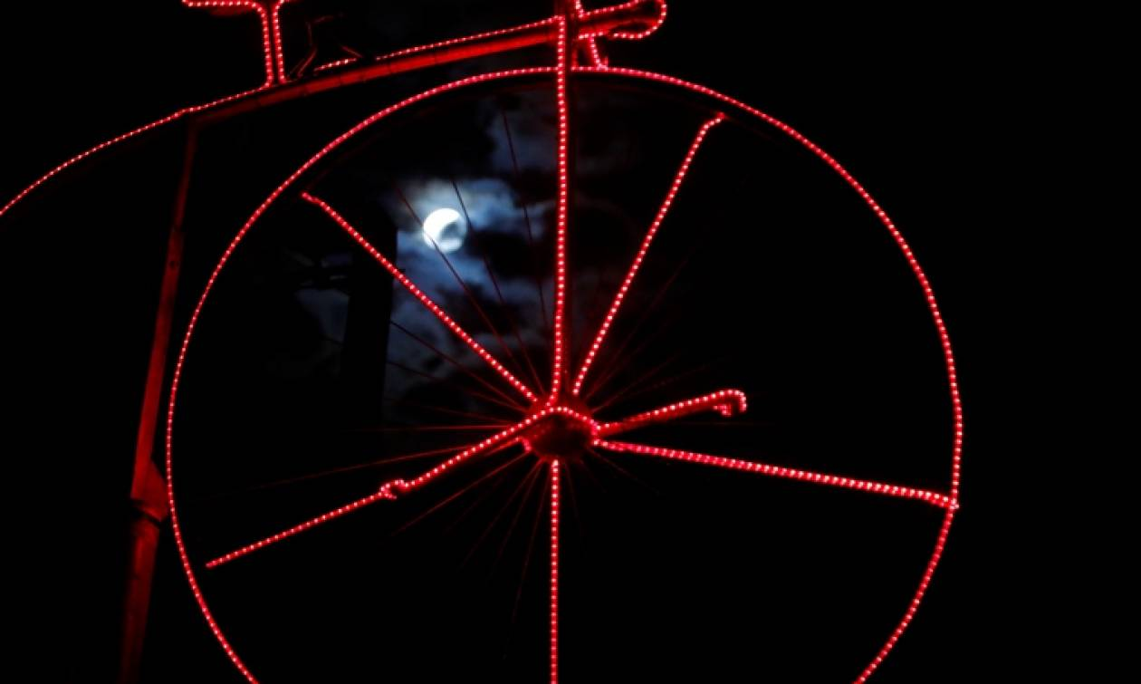 Σούπερ Σελήνη: Δείτε το φαινόμενο που μάγεψε τον κόσμο (pics)