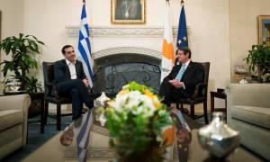 Τηλεφωνική επικοινωνία Τσίπρα-Αναστασιάδη ενόψει της επίσκεψης Ερντογάν