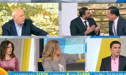"""ΣΟΚ on air: Κωνσταντινέας και Άδωνις παραλίγο να έρθουν στα χέρια - «Είσαι """"μπιφτεκάς""""...» (vid)"""