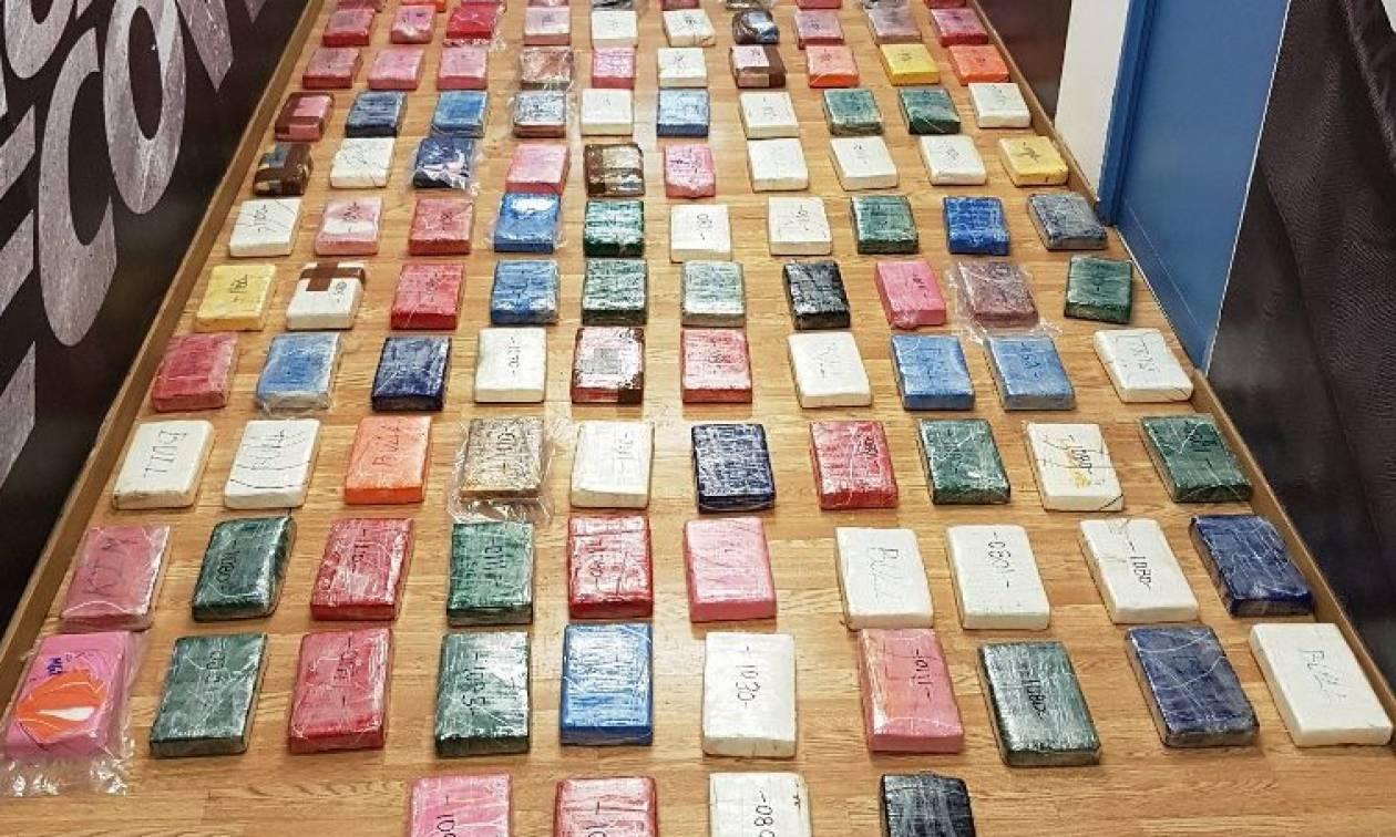 Οι πρώτες φωτογραφίες από τα 136 κιλά κοκαΐνης στη Βάρκιζα (pics)