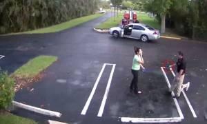 Σοκαριστικό βίντεο: Αστυνομικός πυροβολεί εξ επαφής την πρώην του