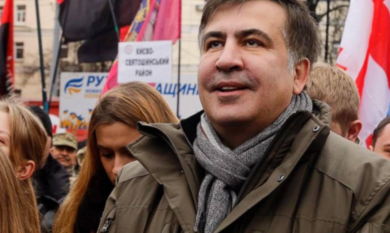 Ο πρώην Πρόεδρος της Γεωργίας απειλούσε να πηδήξει από ταράτσα κτηρίου (video)