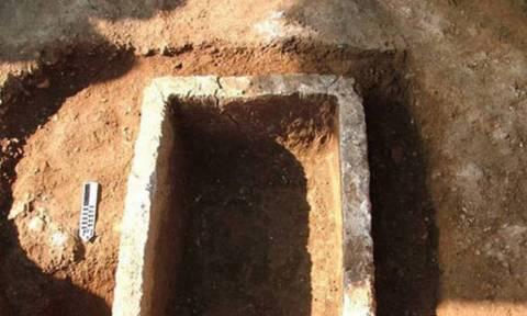 Δεν έχουν το Θεό τους! Ανοίγουν και κλέβουν αντικείμενα από αρχαίους τάφους