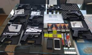 Συνελήφθη 38χρονος που πωλούσε όπλα και πυρομαχικά μέσω διαδικτύου