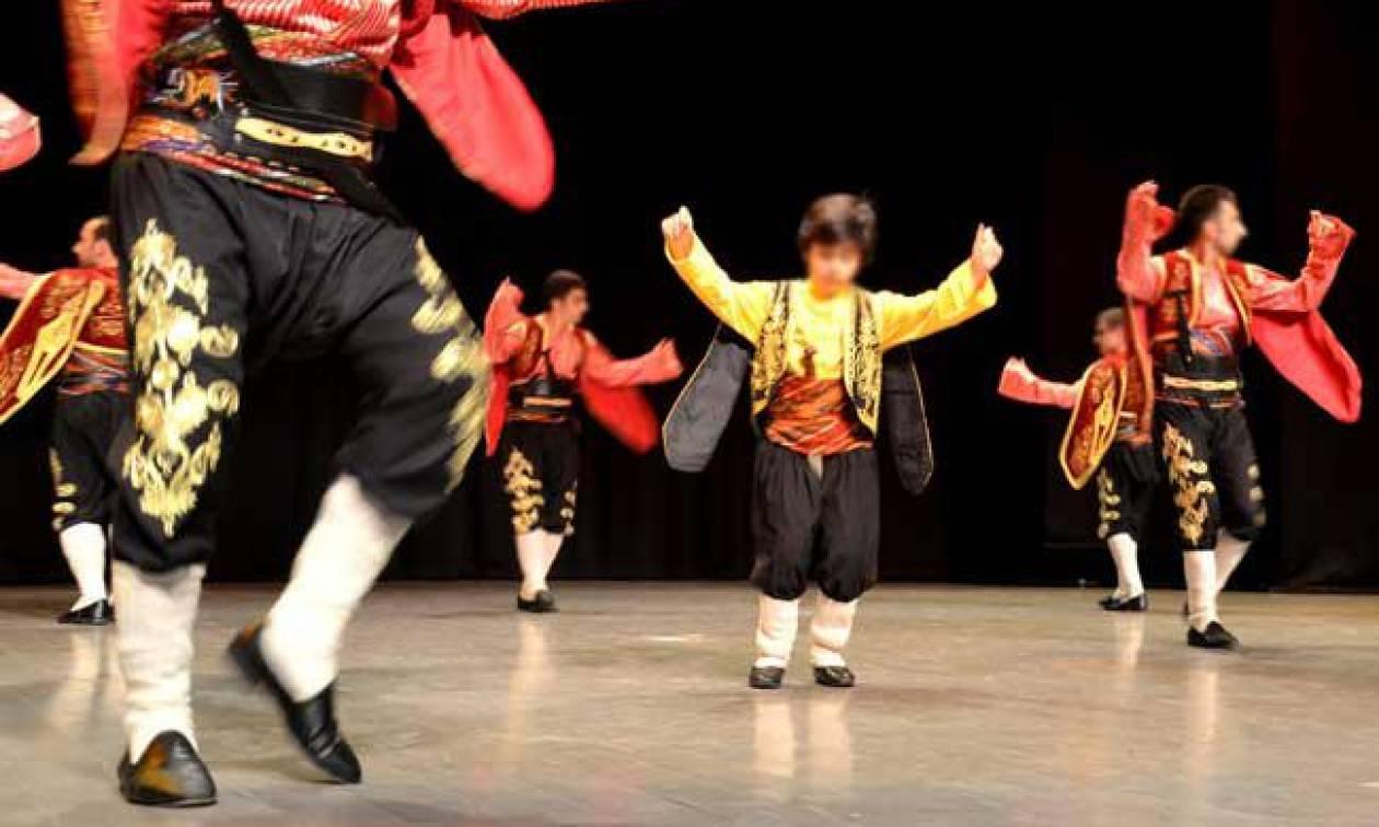 «Θρίλερ» με έντεκα Τούρκους χορευτές: Ζήτησαν άσυλο μετά από φεστιβάλ λαϊκών χορών