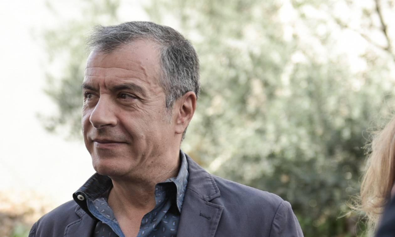 Επέτειος Γρηγορόπουλου - Θεοδωράκης: Ο Αλέξης ήταν θύμα παράλογων πράξεων με πολιτική επικάλυψη