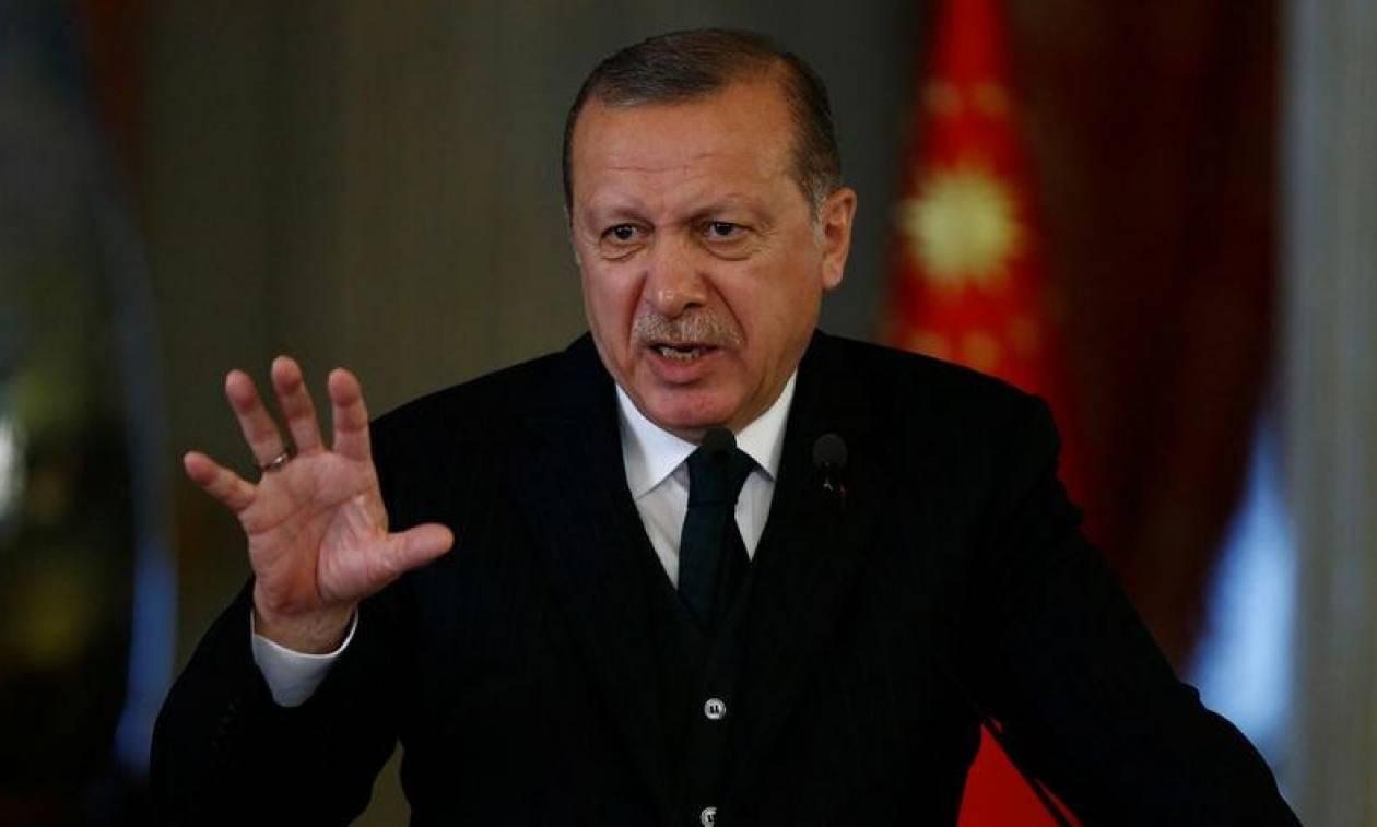 Επίσκεψη Ερντογάν: «Ο σουλτάνος κάνει το ένα λάθος πίσω από το άλλο»