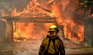 ΗΠΑ: Μαίνονται οι φονικές πυρκαγιές στην Καλιφόρνια - Οι φλόγες έφθασαν στο Λος Άντζελες (vids)