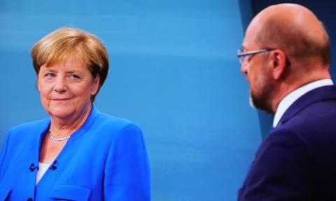Ιστορική στιγμή: «Πράσινο φως» από το SPD του Σουλτς  για συνεργασία με το CDU της Μέρκελ