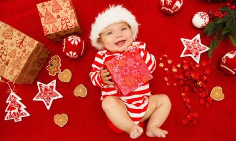 Τι πρέπει να γνωρίζουν οι γονείς που θα γιορτάσουν τα Χριστούγεννα για πρώτη φορά με το μωρό