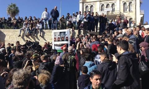 Многотысячная толпа мусульман собирается у Дамасских ворот Иерусалима