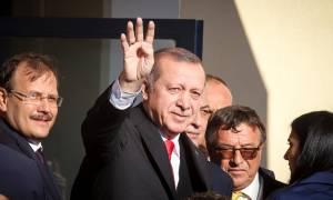 Τι σημαίνει ο χαιρετισμός του Ερντογάν με τα τέσσερα δάχτυλα στην Κομοτηνή (pics)