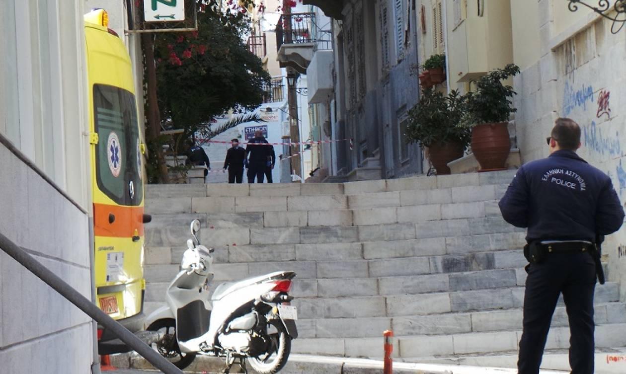 Θρίλερ με 37χρονο που  βρέθηκε νεκρός στο κέντρο της Ερμούπολης