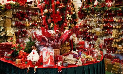 Εορταστικό ωράριο: Πότε ξεκινά και ποιες Κυριακές τα καταστήματα θα είναι ανοιχτά