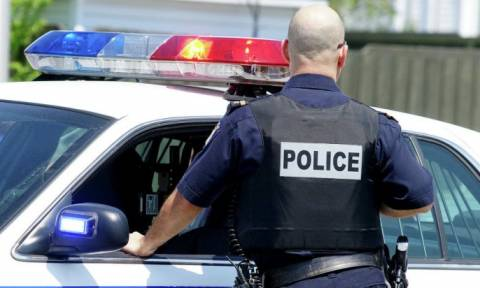 Βίντεο σοκ: Αστυνομικός εκτελεί εν ψυχρώ άοπλο