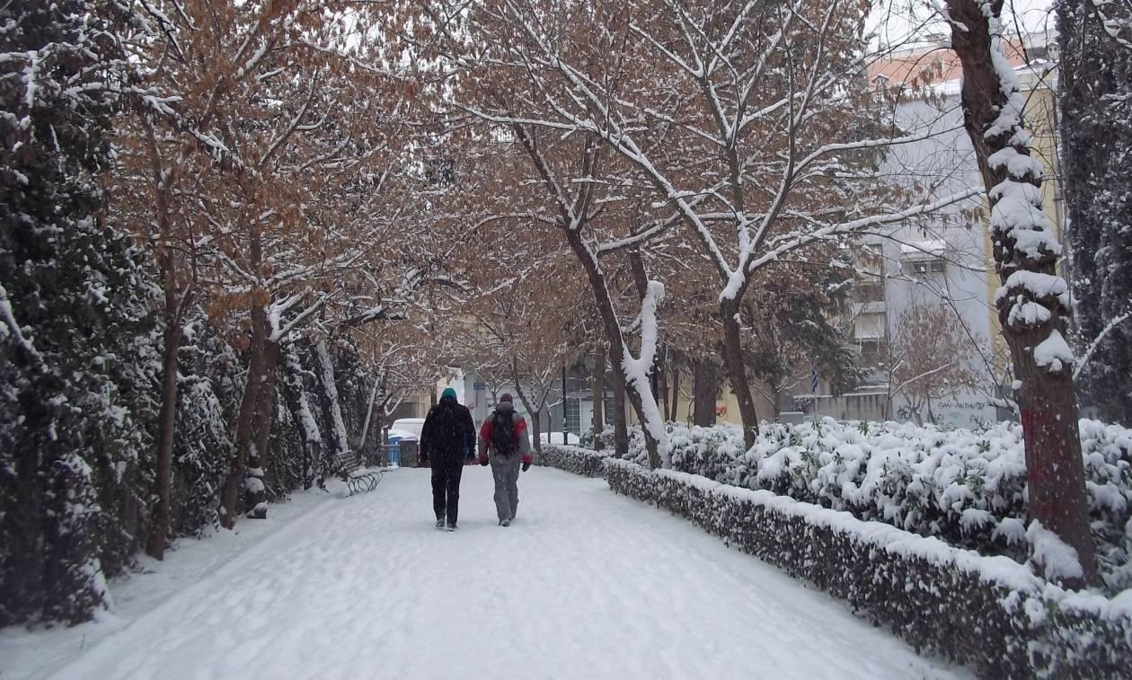 Ξεκίνησε η επέλαση του χιονιά στη Βόρεια Ελλάδα - Πού χρειάζονται αλυσίδες