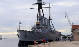«Κόλλησε» στο λιμάνι της Θεσσαλονίκης το θωρηκτό «Αβέρωφ» λόγω κακοκαιρίας