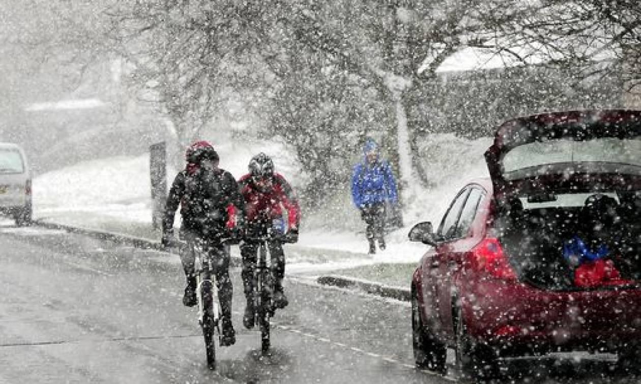 Θάφτηκε στο χιόνι η Βρετανία: Σφοδρές χιονοπτώσεις σε όλη τη χώρα (pics)