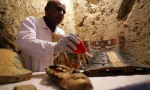 Σπουδαία ανακάλυψη στην Αίγυπτο: Βρήκαν μούμια 3.500 ετών! (vid)
