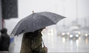 «Αγρίεψε» ο καιρός: Βροχές, καταιγίδες και χιόνια – Πού εντοπίζονται προβλήματα