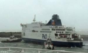 Στιγμές αγωνίας: Μάχη με τα κύματα για τη διάσωση 300 επιβατών φέριμποτ στη Γαλλία (Vid)