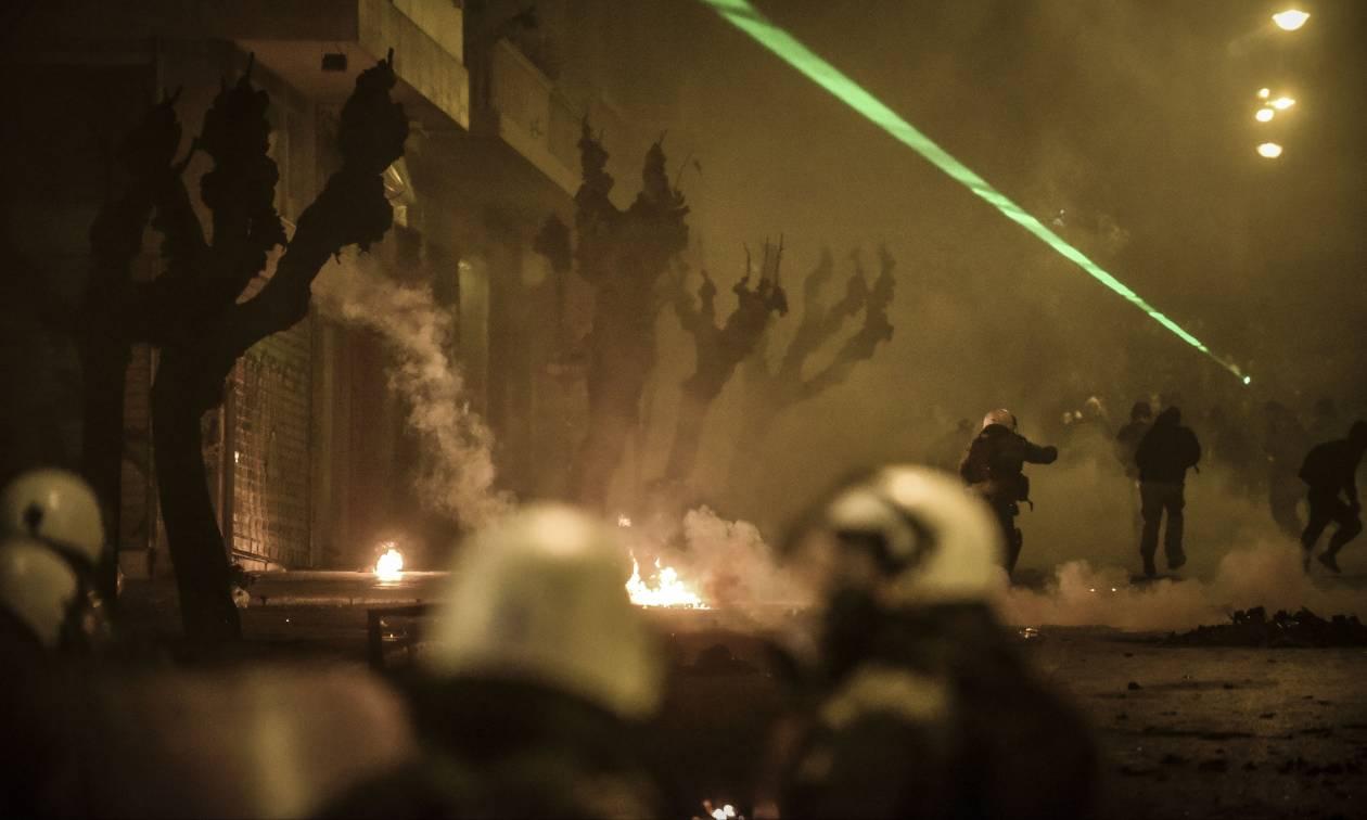 Επέτειος Γρηγορόπουλου: Η Νύχτα «κόλασης» στην Αθήνα μέσα από τα μάτια των κουκουλοφόρων