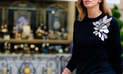 Στόλισες και γέμισαν τα ρούχα σου χρυσόσκονη; Yπάρχει τρόπος να την αφαιρέσεις