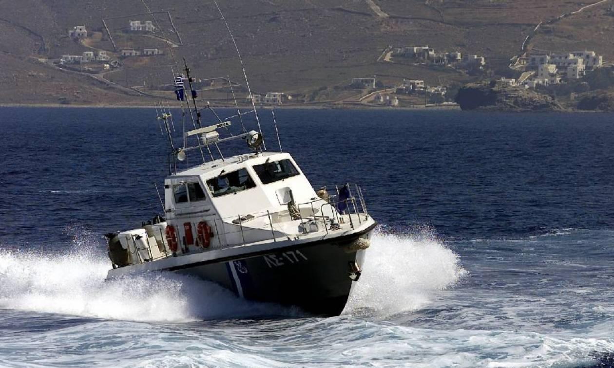 Θρίλερ στην Κέα – Έπεσε αυτοκίνητο στη θάλασσα