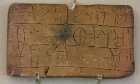 Απίστευτη εφαρμογή: Δείτε πώς γράφεται το όνομά σας σε αρχαίες γραφές της ελληνικής ιστορίας