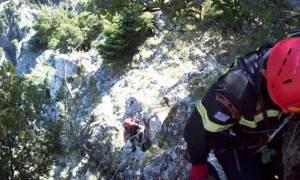 Θρίλερ στον Όλυμπο με δύο εγκλωβισμένους ορειβάτες - Σοβαρά τραυματισμένος ο 55χρονος