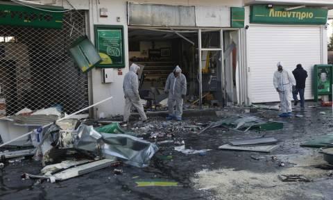 Έκρηξη σε βενζινάδικο στην Ανάβυσσο - «Ήταν βόμβα» καταγγέλει ο ιδιοκτήτης