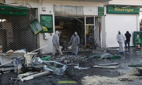 Powerful explosion at petrol station in Anavyssos; no injuries