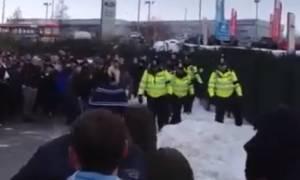«Επεισόδια» οπαδών αγγλικών ομάδων και... χιονοπόλεμος (Video)