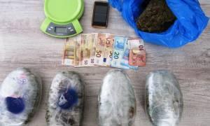 Πάτρα: Έκρυβε περισσότερα από 2,5 κιλά κάνναβης στην αυλή του σπιτιού του