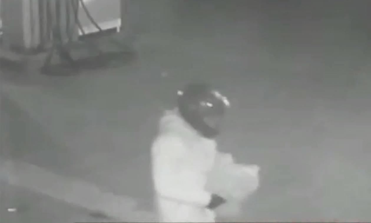 Ανάβυσσος: Βίντεο ντοκουμέντο με τους δράστες να τοποθετούν τα εκρηκτικά στο βενζινάδικο
