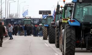 Λάρισα: Ζεσταίνουν τις μηχανές τους οι αγρότες που ετοιμάζουν νέες κινητοποιήσεις