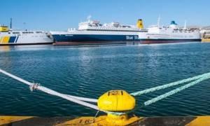 Απεργία ΓΣΕΕ: Δεμένα στα λιμάνια αύριο (14/12) τα πλοία