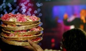 Γνωστή παρουσιάστρια έβαλε τα κλάματα στα μπουζούκια: Της ήρθε λογαριασμός 20.000 ευρώ σε λουλούδια!