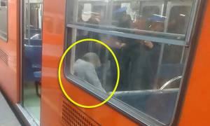 Απίστευτο! Επιβάτες σε Μετρό κάθονταν δίπλα σε νεκρό, νομίζοντας πως κοιμόταν! (pics)