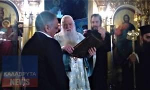 Βίντεο: Ο Αμβρόσιος δίνει το Ευαγγέλιο στο Σκουρλέτη να το ασπαστεί... Δείτε τι έγινε!