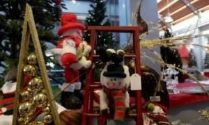 Εορταστικό ωράριο: Πώς θα λειτουργήσουν τα καταστήματα και ποιες Κυριακές θα παραμείνουν ανοιχτά