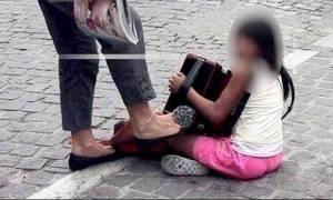 Καταδικάστηκε η γυναίκα που είχε κλωτσήσει παιδάκι στην Ακρόπολη (Δείτε τη φωτογραφία)