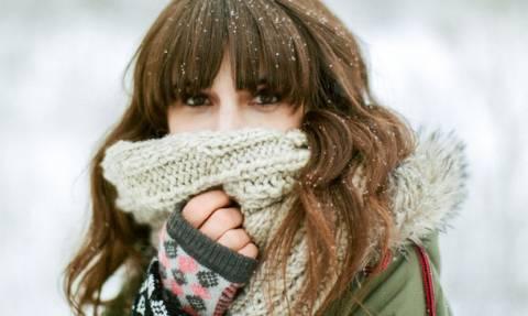 Πώς να μη φριζάρουν τα μαλλιά σου στο κρύο!