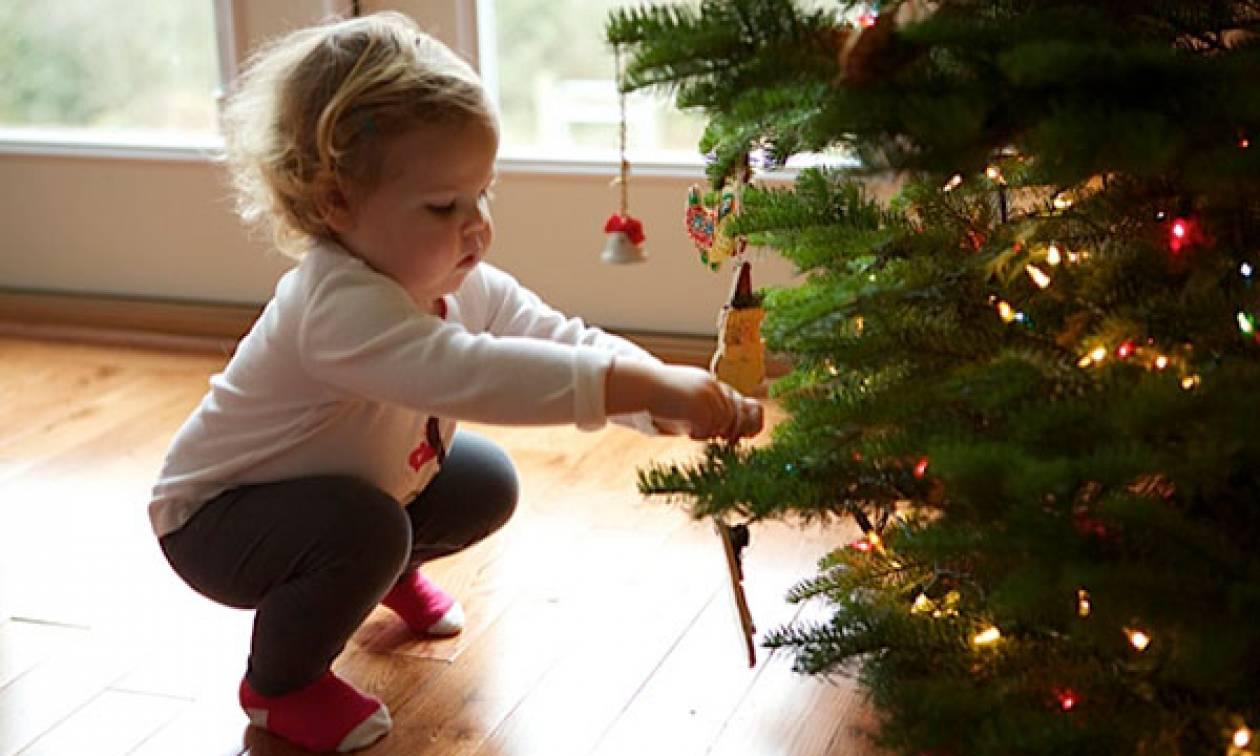Χριστούγεννα 2017: Χρήσιμες συμβουλές για να περάσουν οι γιορτές χωρίς παιδικά ατυχήματα