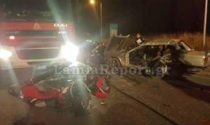 Τραγωδία στη Λαμία: Μοτοσικλέτα καρφώθηκε σε αυτοκίνητο - Δύο νεκροί (vid+pics)