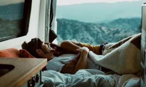 4 πράγματα που ΔΕΝ θα προσέξει την πρώτη φορά που κάνετε σεξ